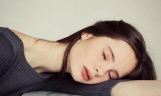 Tại sao một giấc ngủ ngắn 20 phút lại tỉnh táo hơn một giấc ngủ 50 phút?